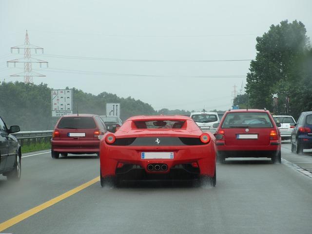 ferrari na dálnici