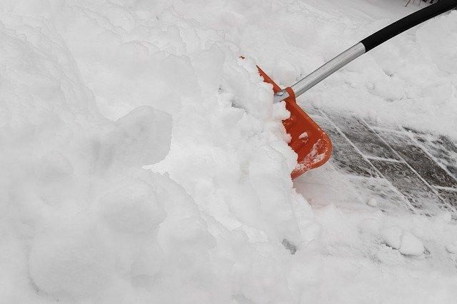 Viete správne odhadzovať sneh?