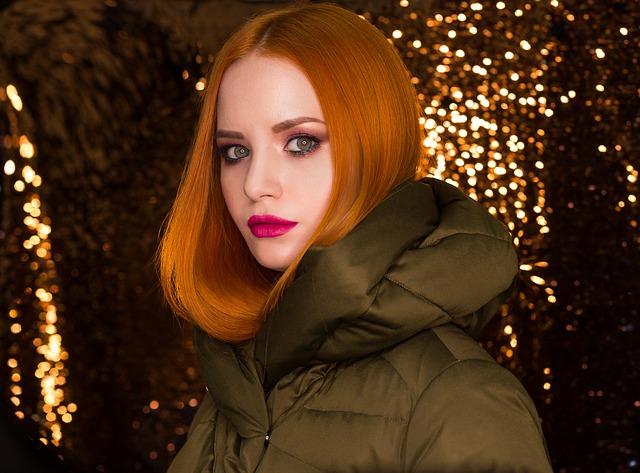 Žena, krásne červené vlasy.jpg
